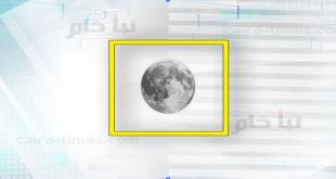 ما الذي يحدث نتيجة دوران القمر حول الارض