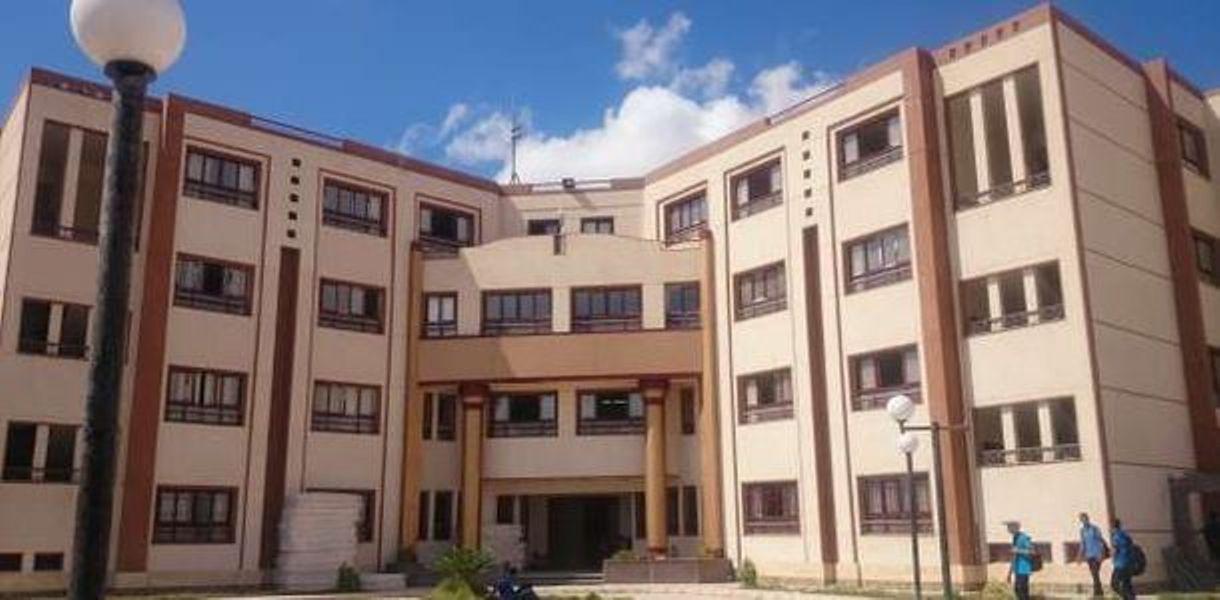 المدارس التي تقبل من مجموع 140